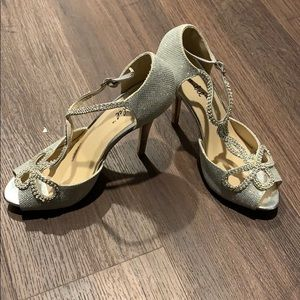 Bonniebel Silver Wedding Heels Size 8